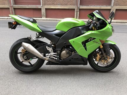 Kawasaki Ninja ZX10R 2004 Gen 1 - Clean and original condition