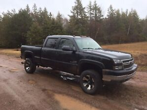 2005 Chevy duramax 3/4 ton (fully loaded)