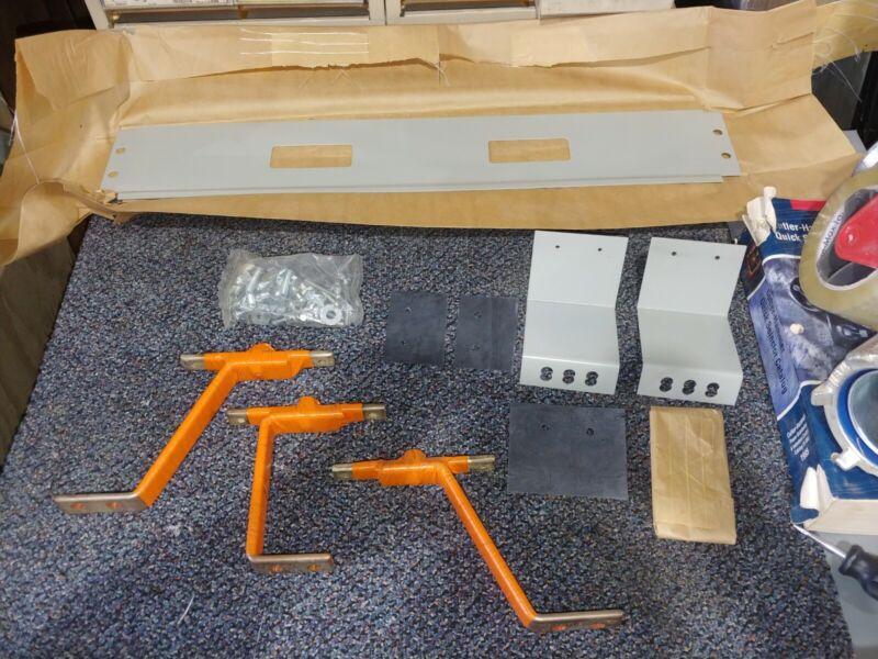 NEW CUTLER HAMMER KPRL4ED CIRCUIT BREAKER MOUNTING HARDWARE KIT 225A TWIN