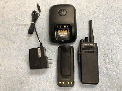 Motorola Xpr 6100 Uhf Aah55tdt9ja1an Two Way Radio 450-512 Mhz 32ch