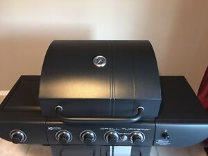 Very excellent condition BBQ (propane/natural gas) - $350