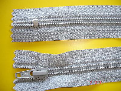 2 Stück Reißverschluß ykk hellgrau 18cm,nicht zum aushängen Y2