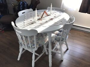 For sale table with 4 chairs and hutch