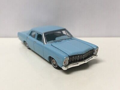 1967 67 Ford Custom 500 Collectible 1/64 Scale Diecast Diorama Model