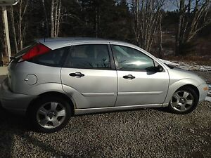 2004 Ford Focus ZX5 **low KMS**