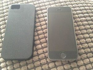 *unlocked* iPhone5 - 12G Mint Condition + Case