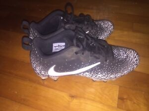 Nike football cleats size 8.5 asking 15