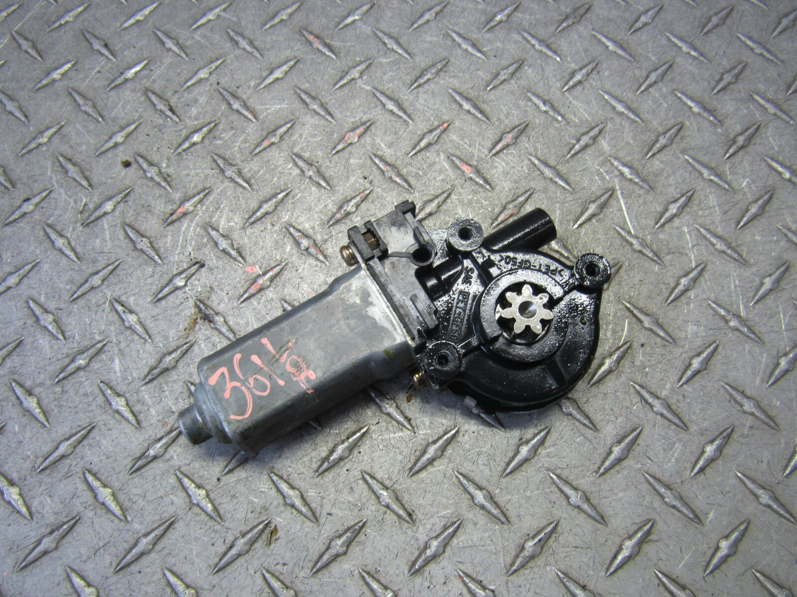 Used Dodge Intrepid Auto Parts And Components For Sale Power 96 Fuse Box 2002 Left Driver Rear Window Motor 35l 6cyl