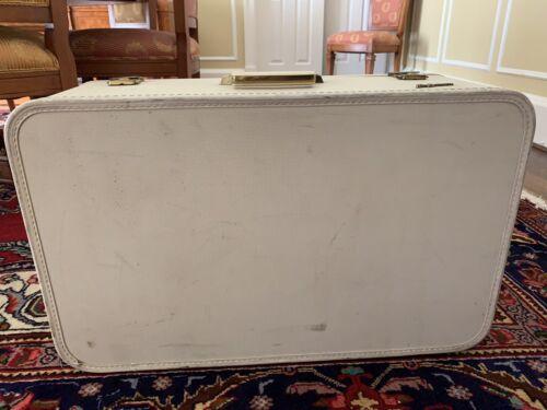 Vintage Lady Baltimore Suitcase Blue 26 x 16 x 9 Hardshell White Luggage - $40.00