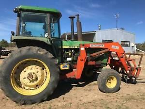 AUCTION John Deere 4440 tractor