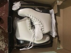 Brand New size 7 Ladies Skates