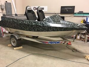 Custom wrap your boat for the summer!