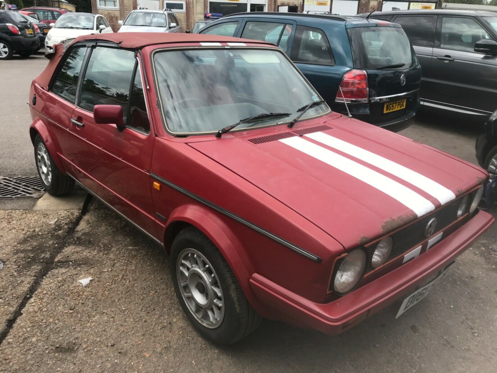 Volkswagen-Golf-mk1-great-classic-1987-its-a-project-but-starts-and-drives-well