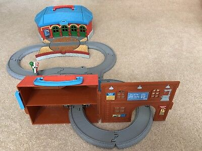Thomas Train Tidmouth Shed Turntable Station & Sodor Engine Works Engine Wash