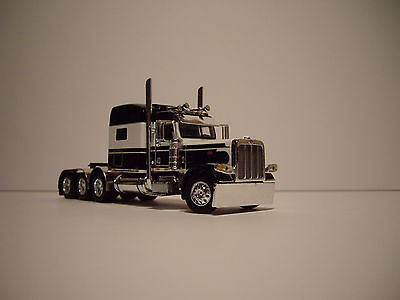 Dcp 1 64 White And Black 4 Axle 389 Petebilt With 70 Mid Roof Sleeper