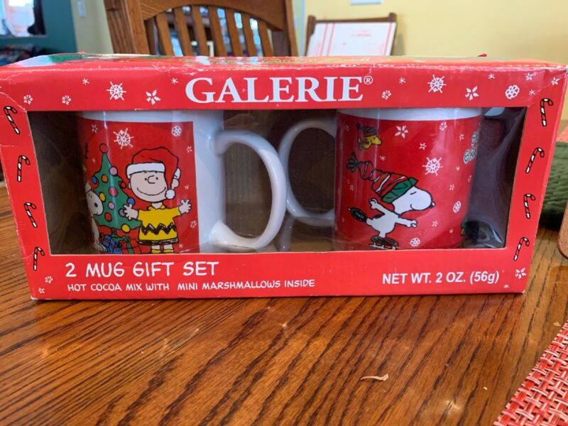 Set Of 2 Galleries 2011 Its A Peanuts Christmas Snoopy Charlie Brown Mugs