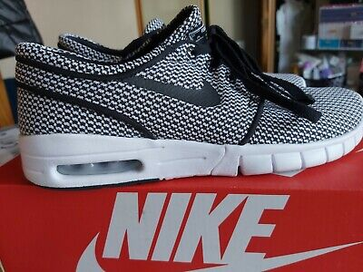 NIKE SB STEFAN JANOSKI MAX - BLACK and WHITE EU 39 - UK 6