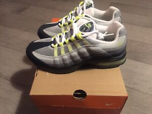 BRAND NEW - WOMANS AIR MAX 95 - SIZE 6.5