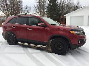 FOR SALE:  2012 KIA Sorento EX AWD