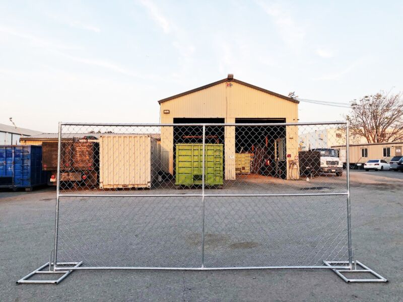 6x12 TEMPORARY CHAIN LINK  FENCE ( STAND INCLUDED)