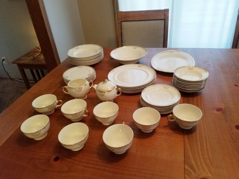 Trianon By Salem China Co Made In USA 23 Karat Gold Set Of 49