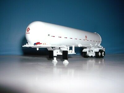 DCP FIRST GEAR 1/64 WHITE WITH WHITE FENDERS MISSISSIPPI  PROPANE TANKER