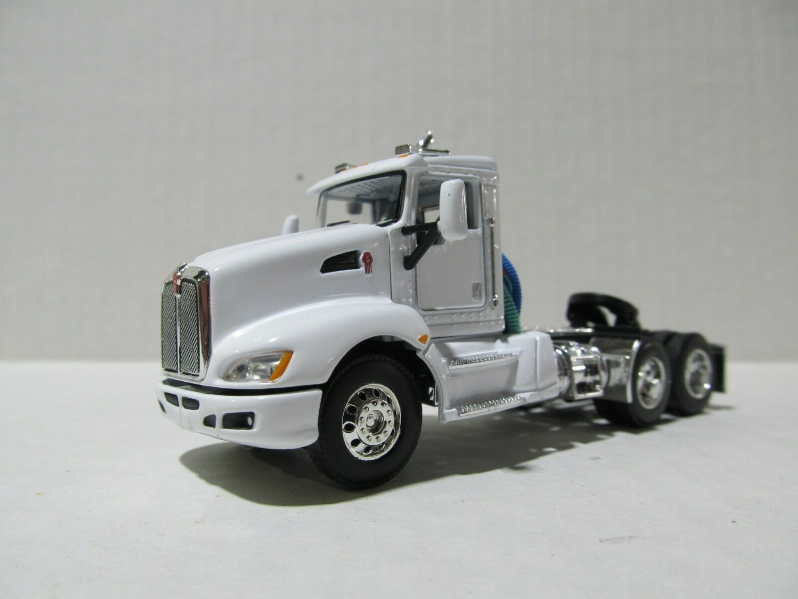 DCP / FIRST GEAR 1/64 SCALE T-660 KENWORTH DAY CAB, WHITE & CHROME  GRAY ENGINE