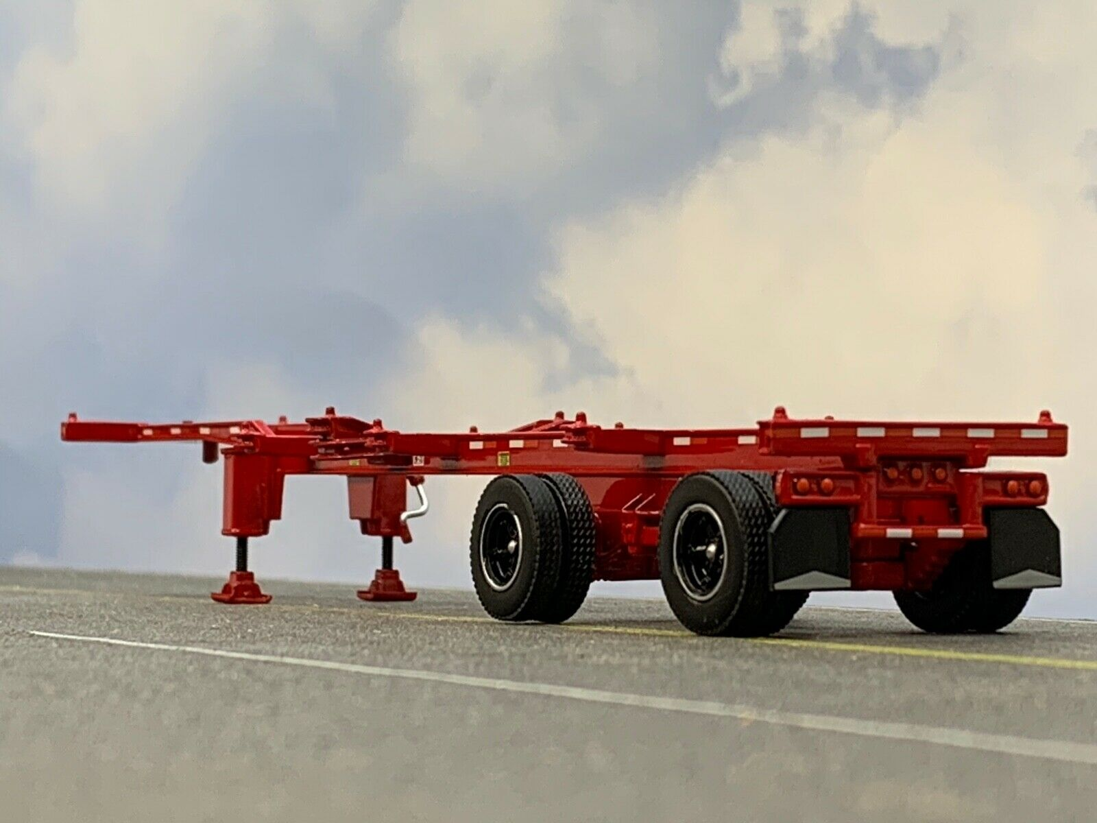 1/64 DCP RED 40' SPREAD AXLE CONTAINER TRAILER