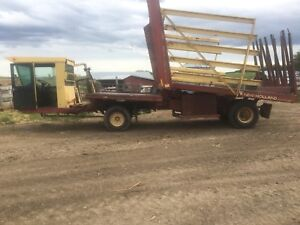 New Holland 1069 Bale Wagon