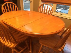 Maple wood table & 4 chairs with insert