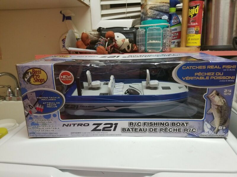 BASS PRO SHOP NITRO Z21 R/C Fishing Boat Catches Real Fish. RARE  FACTORY SEALED
