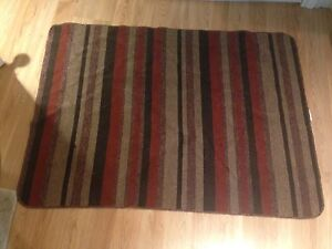 SELLING • Red Rug