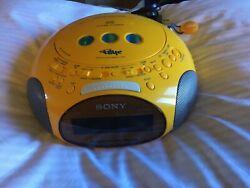 Sony Dream Machine PSYC Clock Alarm Radio / CD Player ICF-CD831  Works great!