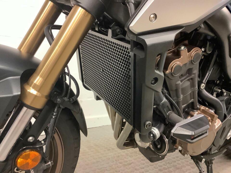 Honda CB650RA-K CB650R 2020 / 20 - 1600 MILES - NICE FEW ACCESSORIES FITTED