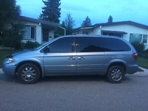 2005 Chrysler Town & Country Limited minivan