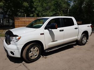 Toyota tundra 2007 fully loaded very clean 1 owner from new