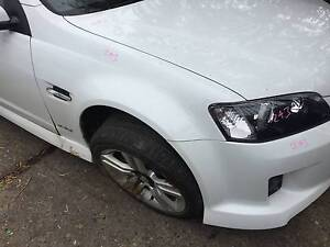 HOLDEN COMMODORE VE RIGHT HAND FRONT GUARD HERON WHITE 679F Kingswood Penrith Area Preview