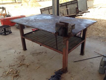 Heavy duty steel workbench with large vice