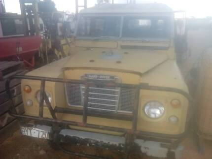 1973,4wd,land rover,troop carrier