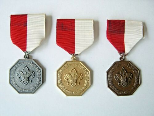 VINTAGE LOT OF ( 3 ) BOY SCOUT RED & WHITE RIBBON PINS ( GOLD, SILVER & BRONZE)