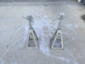 Travel trailer out rigger jacks