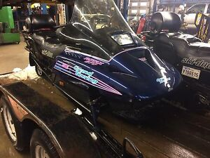 Skidoo grand touring se 670 1994 comme neuf!!