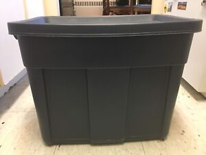 7 Rubbermaid Roughneck Containers