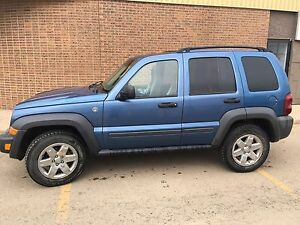 Jeep liberty sport 4WD - PRICED FOR QUICK SALE !!! OBO