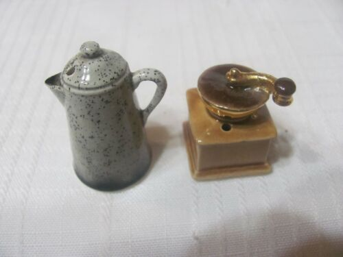 VINTAGE ARCADIA MINATURE SALT AND PEPPER SHAKERS, A COFFEE POT AND A GRINDER