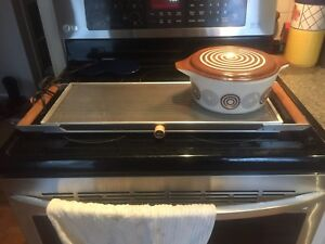 Pyrex cosmopolitan casserole with lid and warming tray