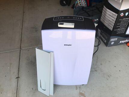 5.3kw Portable air con with dehumidifier Still under warranty