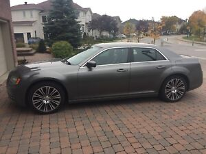 2012 Chrysler 300 S V6 3.6L cuir, Mags 20 po, toit pano.