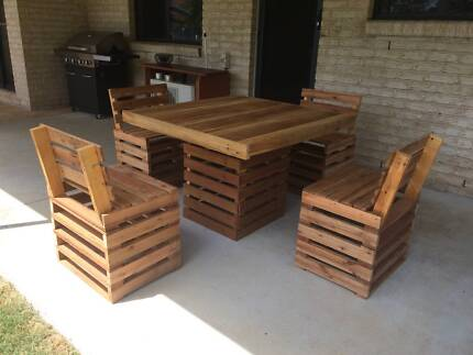 Outdoor Table And Chairs Backs Made Recycled Pallet Furniture