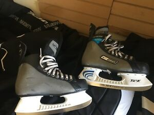 Bauer supreme men size 6D